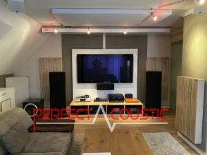 Akustiske paneler placeret i en biograf
