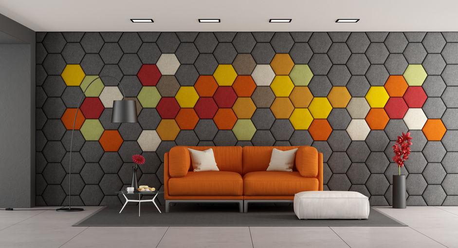 Mønstrede sekskantede akustiske paneler - på væggen