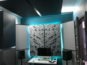Perfekt akustisk lydabsorberende panel i et lille hus studie