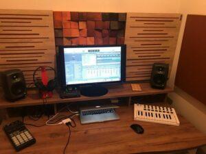 Perfekt akustisk lydabsorberende panel i et lille husstudie