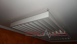 akustisk diffusor placeret i biografrummet (4)
