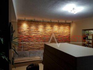 akustisk diffusor placeret på væggen i biografrummet (4)