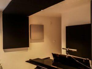akustisk panel placeret i klaverrum (3)