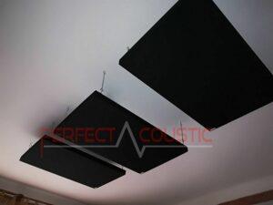 akustisk panel placeret i loftet i biografrummet (2)
