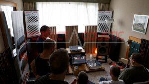 hifi udstillingsrum akustik design med akustiske absorbere