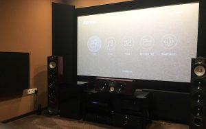 hjemmebiograf akustisk design med hjørne bas absorber