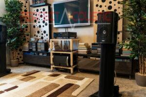 stue med akustiske absorberende membran
