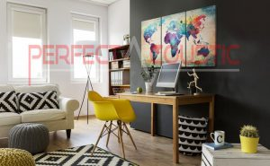 trykt akustisk panel på sofaen (2)