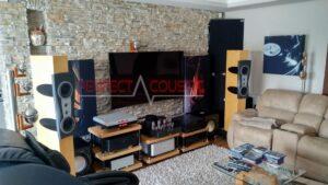 trykt akustisk panel på sofaen (4)