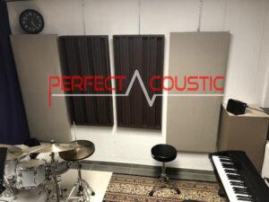 trykt akustisk panel på væggen (1)