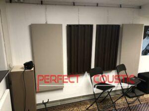 trykt akustisk panel på væggen (2)